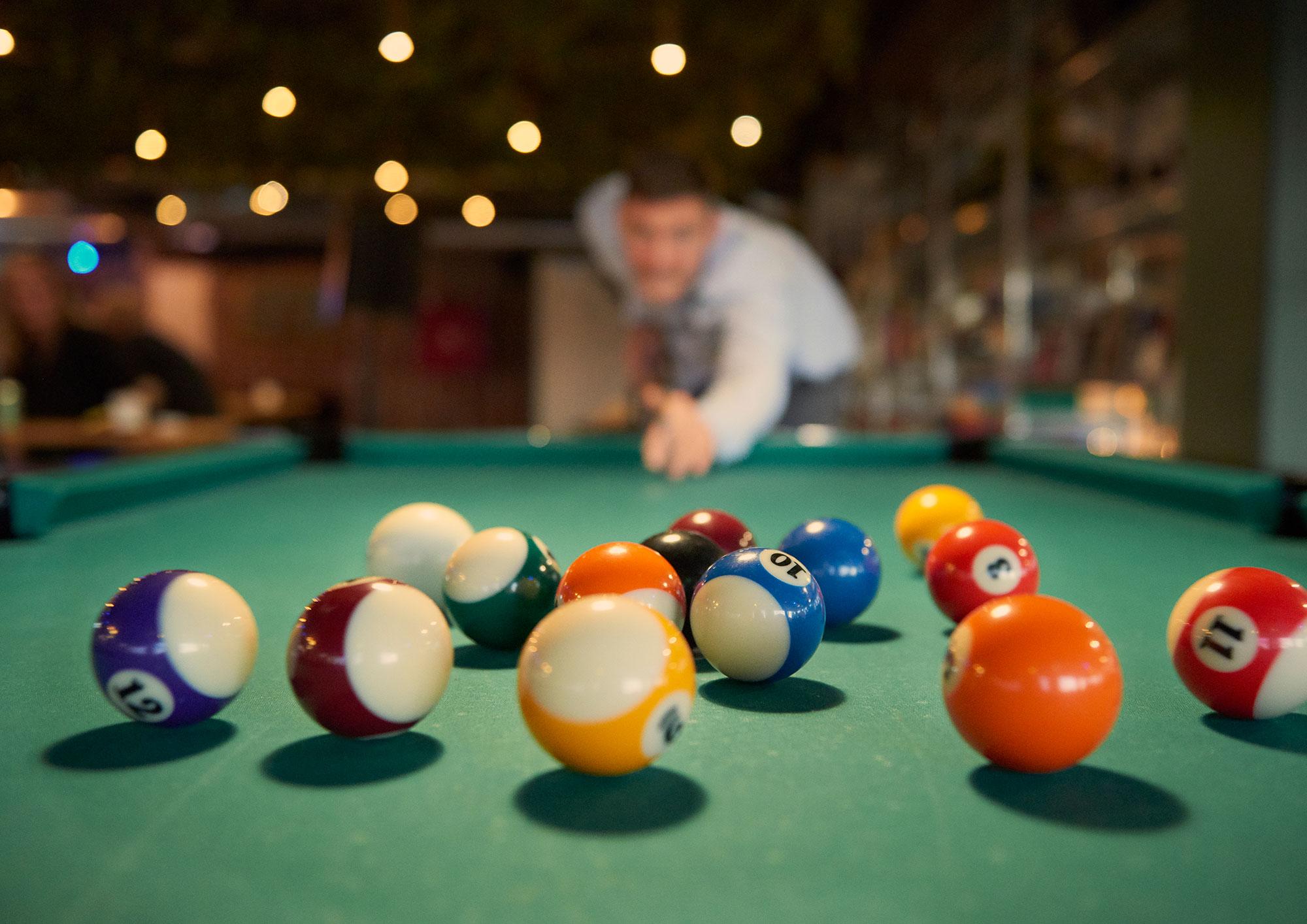 Urbancamper Hostel Play Pool In Lounge Area