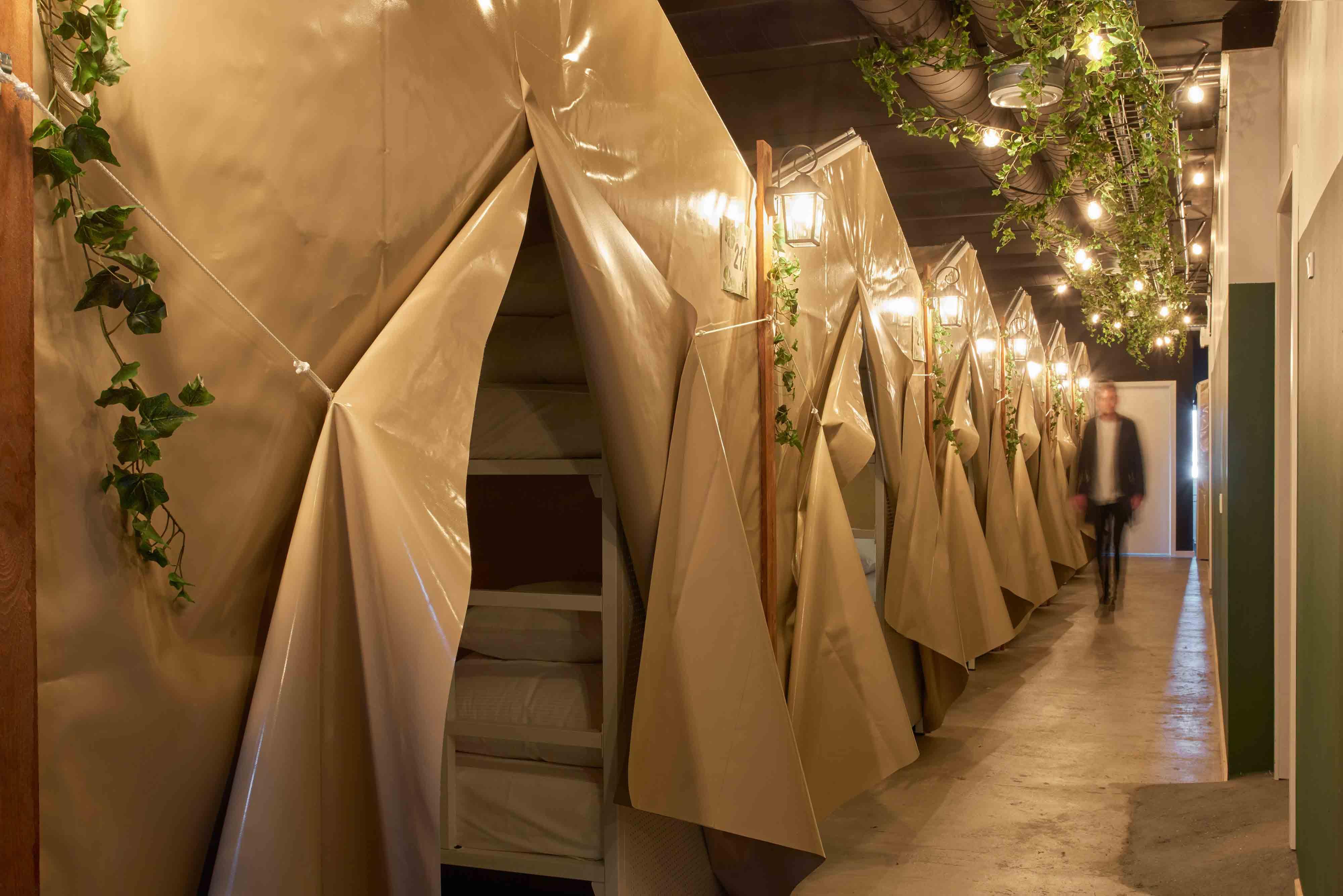 21_open_tents